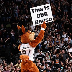 The Spurs Coyote in the AT&T Center.